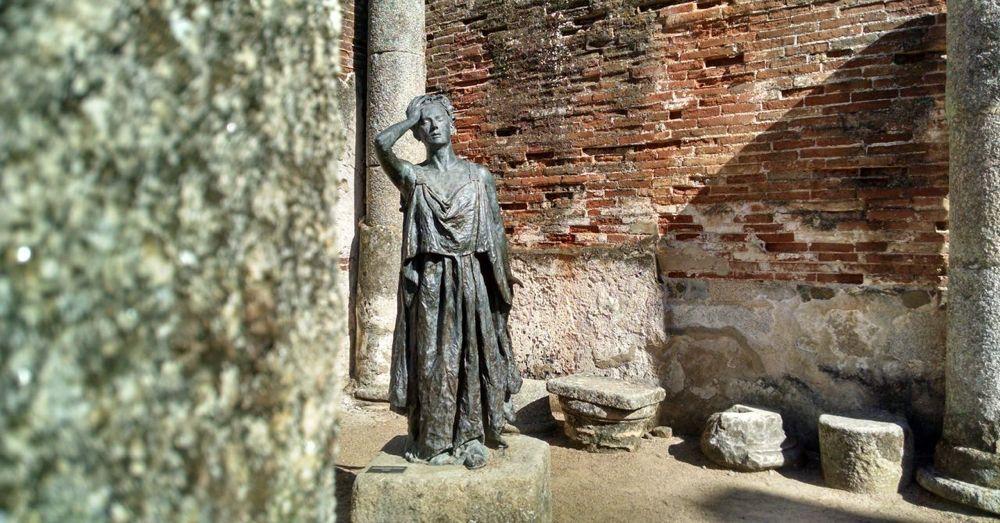 Thespian statue.