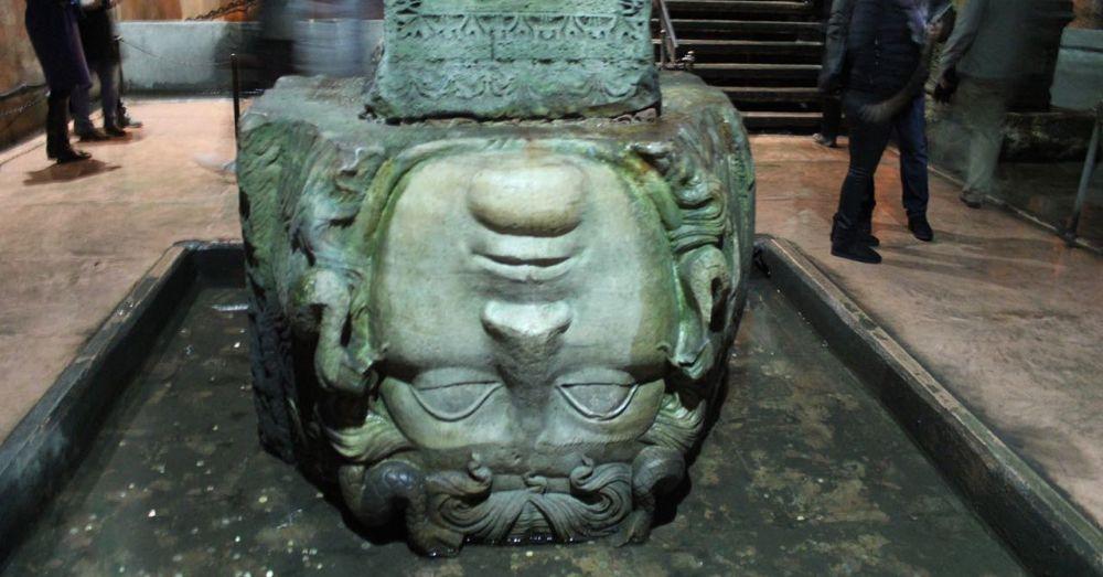 Medusa Head Column