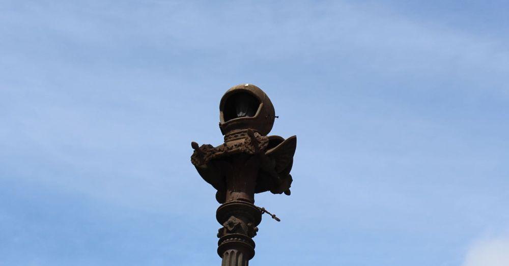 Astronaut Helmet on a Pillar