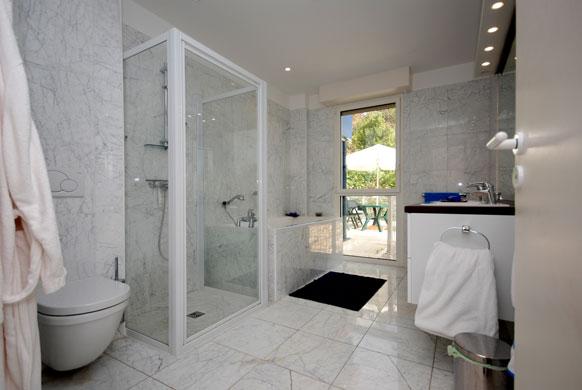 MAS-2-bathroom-2.jpg