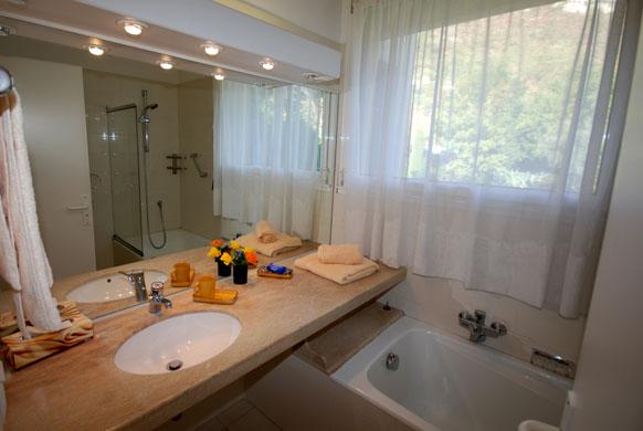 MAS-1-bathroom-AJ.jpg