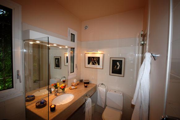 MAS-1-bathroom-G.jpg