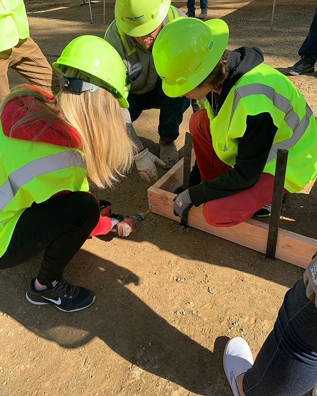 El Cap and IDEA center students at @lehighhanson Quarry in lakeside today! Students have toured the site and are making their own skate ramp molds to pour and form concrete. Thanks to @lehighhanson and @northcountygunite! #coolconstructioncareers #concrete #aggregatesinaction #skatepark #construction #concrete #aggregate
