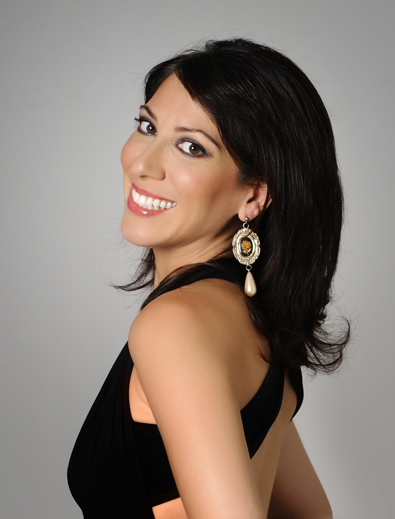 Eleni Calenos Headshot APPROVED.JPG