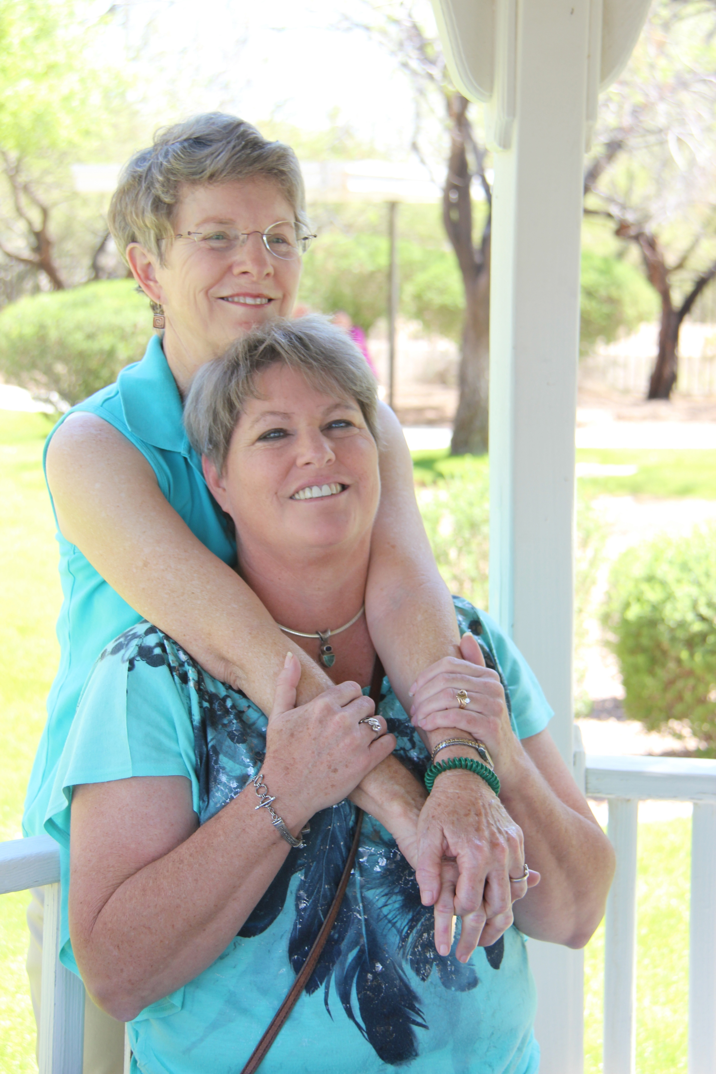 Cheryl and mother Mary Kay while visiting Beth at the senior living facility in Tucson, Ariz. © Nigar Fatali
