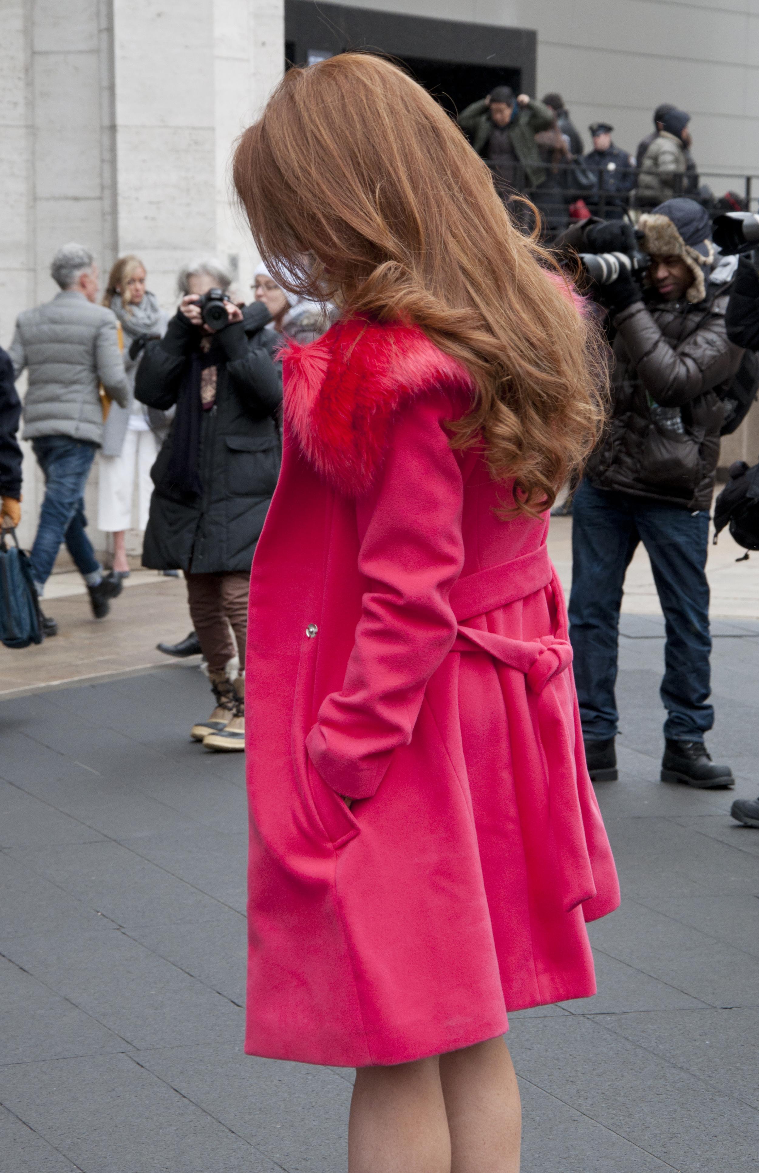 is her hair perf, or is her hair perf?