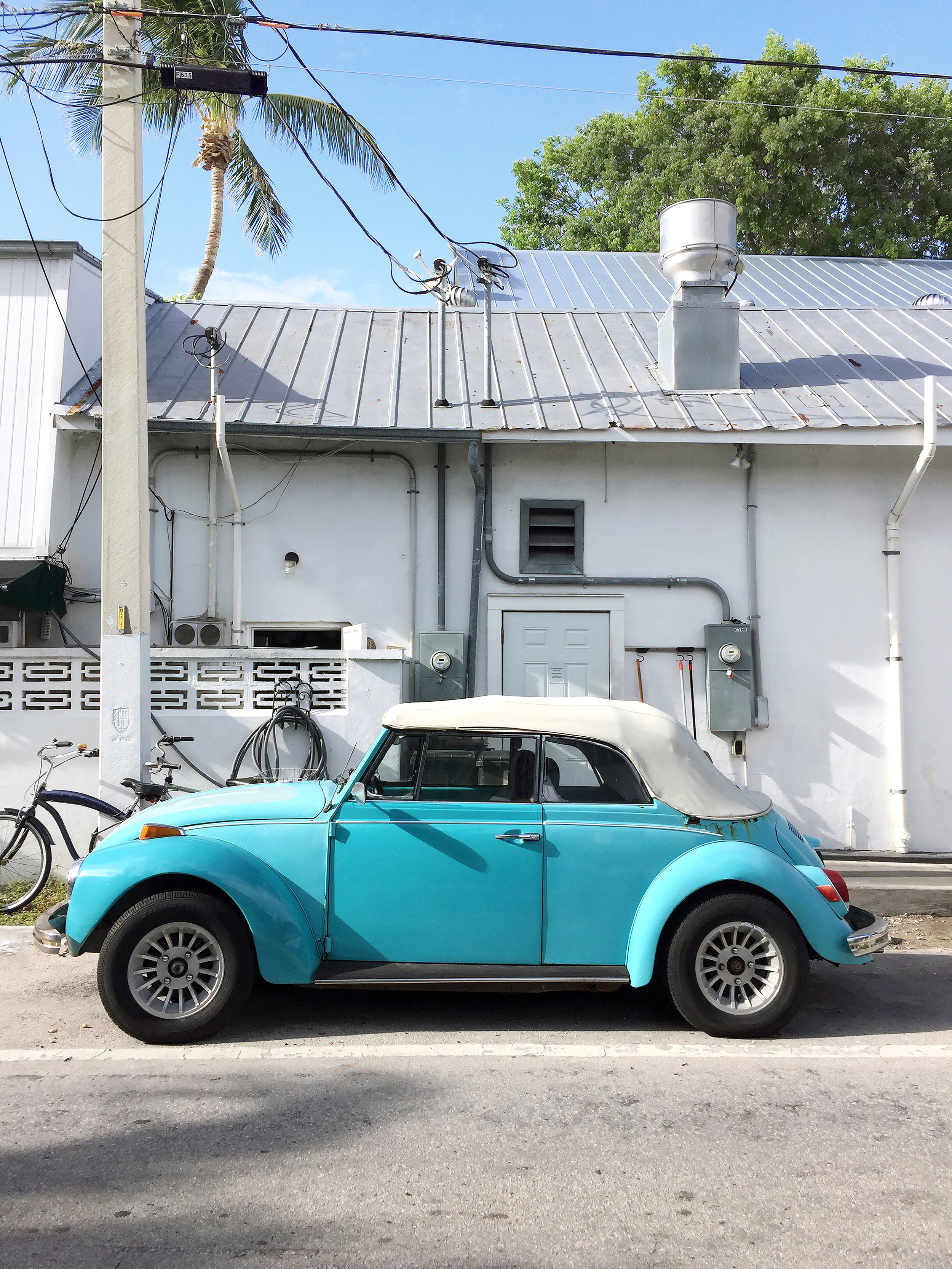amy_chen_design_vintage_old_car_blue_key_west_fl_florida_travel_wanderlust_vacation