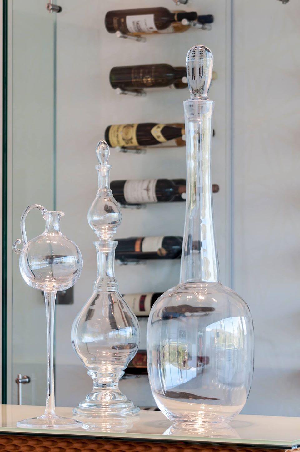 Dining Room with Silver Mirrors: Caducus Folium Ecuador & Arq. Rosa Cristina Laureiro