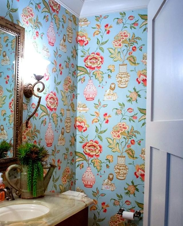 ⠀ This stunning wallpaper is a bathroom dream!⠀ ⠀ ⠀ ⠀ With a mixture of Traditional and Southern Living designed by our North Carolina branch.⠀ .⠀ .⠀ .⠀ .⠀ .⠀ ⠀ #interiordesign #design #interior #homedecor #architecture #home #decor #interiors #homedesign #furniture #art #interiordesigner #designer #decoration #luxury #handmade #style #inspiration #interiordecor #interiorstyling #homesweethome #love #tradtionalstyle #southernliving #livingroom #lifestyle #furnituredesign ⠀