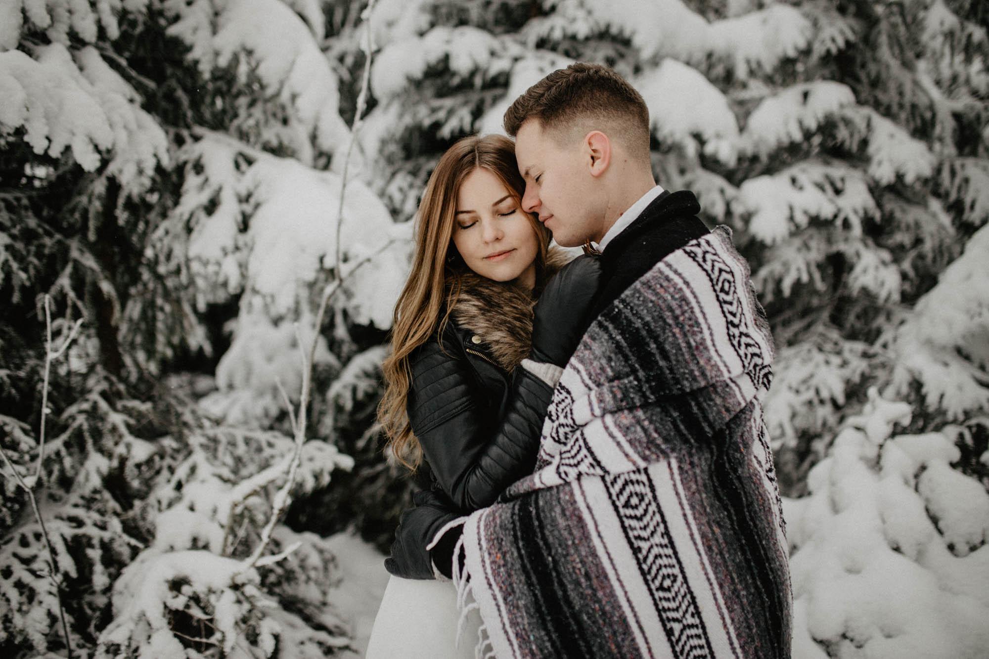 ashley_schulman_photography-winter_wedding_tampere-33.jpg