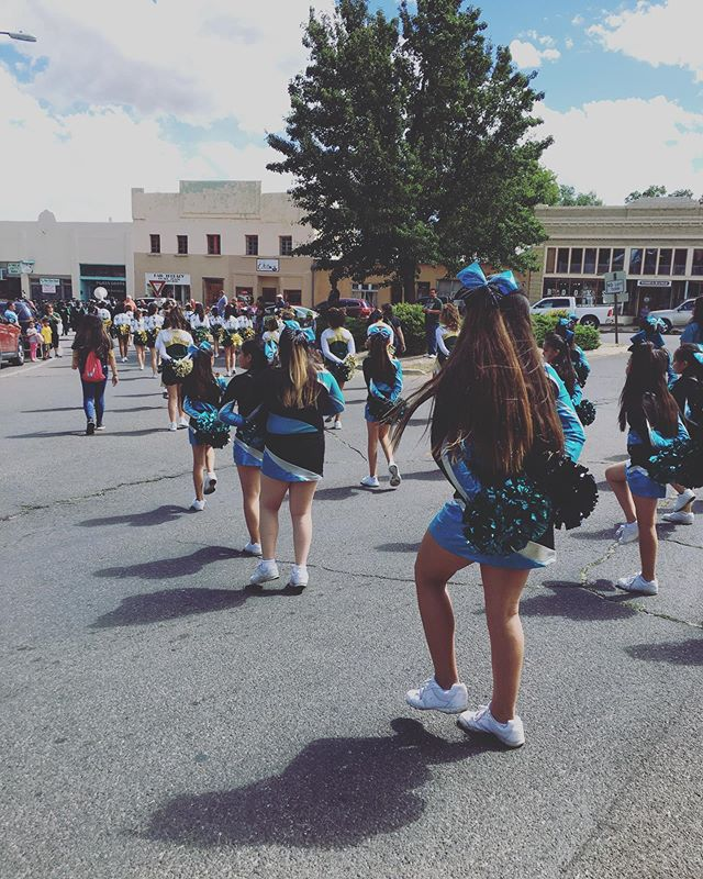 That one time @aka.raquel.cova and I found a homecoming parade in #lasvegasnm