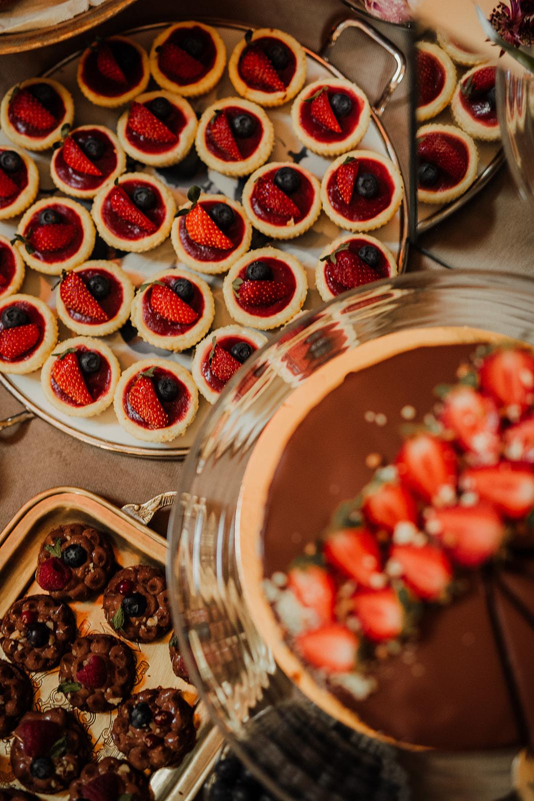 Cakes & Candybar - PrajiturelPrettybakedArtelier SucreGrace Couture Cakes