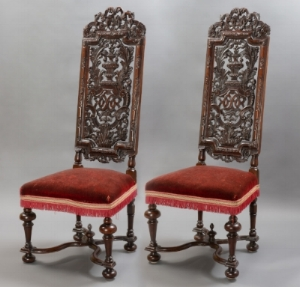 Pair of chairs after designs by Daniel Marot, ca. 1690-1700. Walnut. Collection of George Way. Photo by On Location Studios, Poughkeepsie, NY, 2017. Courtesy Historic Huguenot Street.