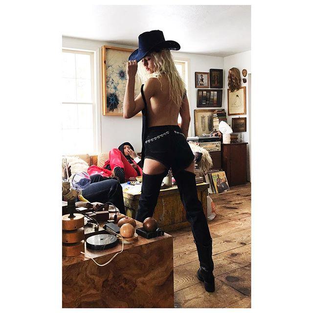 BTS @moonchild taking over @that_old_farmhouse when @telfarglobal took over the country backwoods for @kaleidoscopemagazine @hasbeensandwillbees @hyde.name @malcolmraeradboy @torito_toro @babakradboy