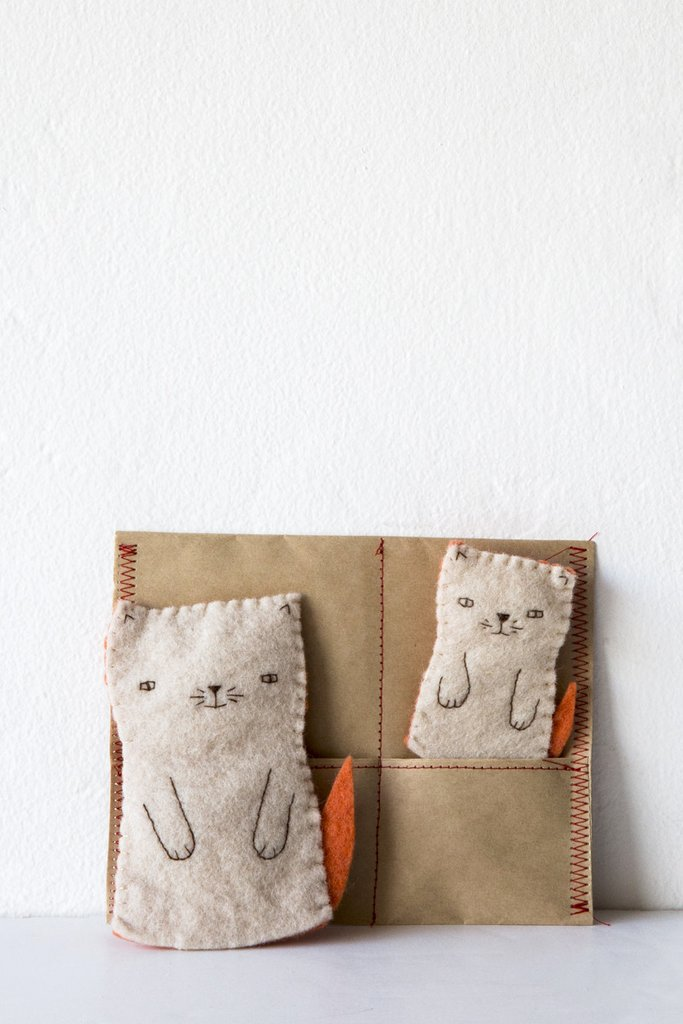 Mama cat and Kitten finger puppets