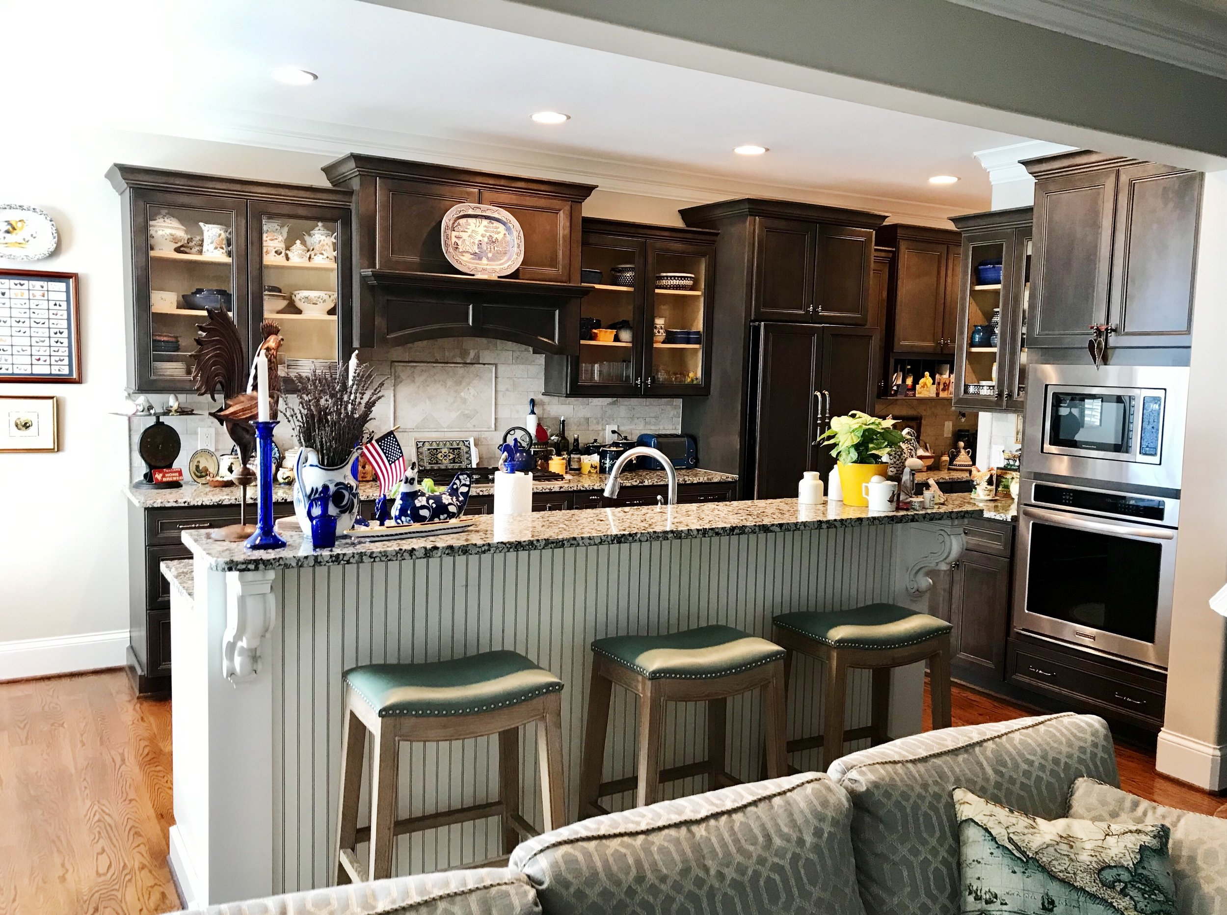 Susie had the wonderful idea of replacing the panels of several of her upper cabinets with glass fronts to lighten up her kitchen.