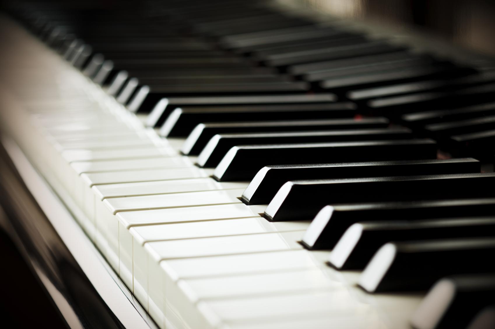 wofcBUjlRHugdXFWU7ox_piano.jpg