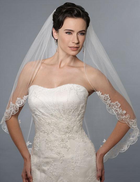 V7150   Rolled edge shoulder veil