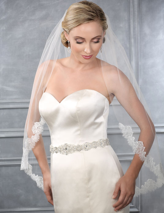 V7209   Cut edge and Chantilly lace veil