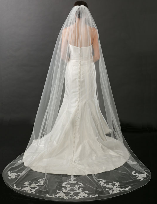 V7263C   Rolled edge and lace cathedral veil