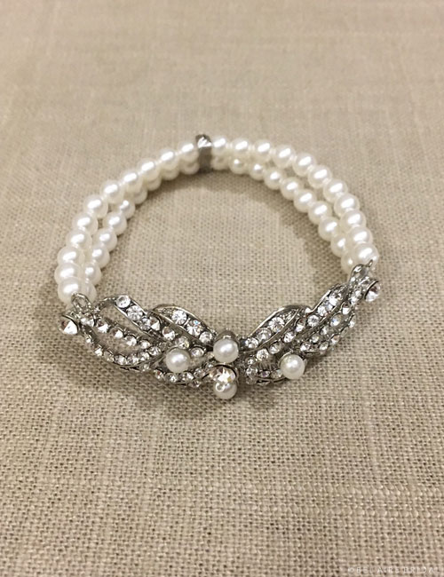 BC159   Rhinestone and pearl stretch bracelet