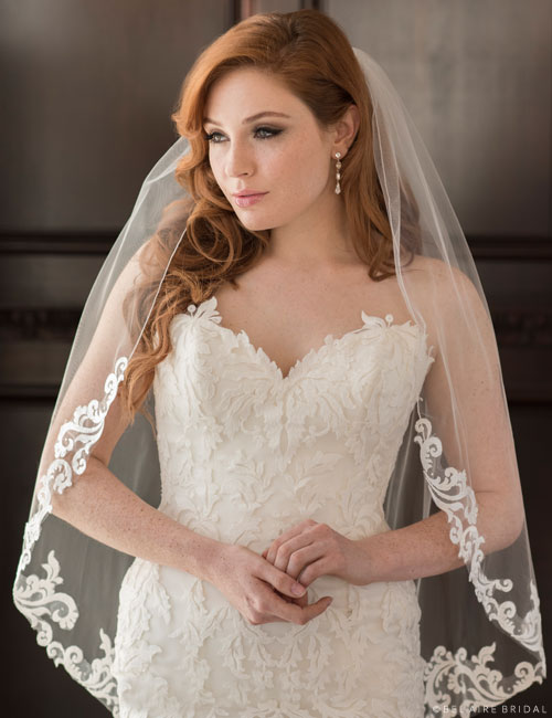 V7357   1-tier fingertip veil with Baroque lace