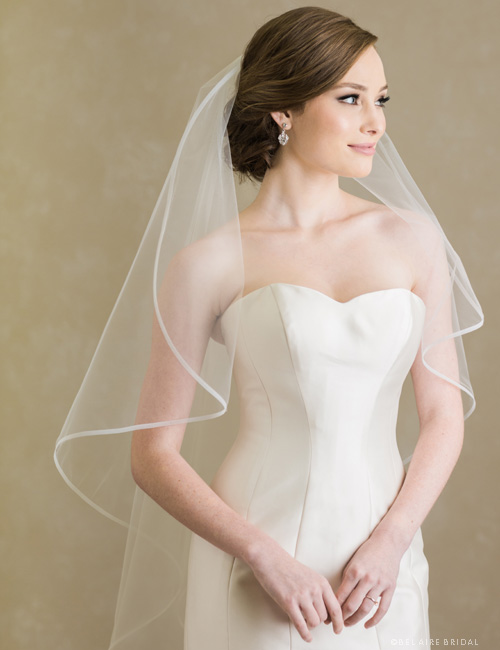 V7398   1-tier fingertip veil edged with narrow horsehair