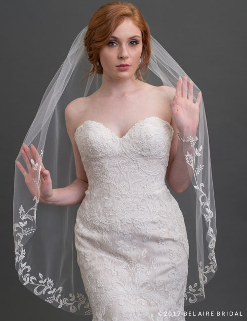 V7426   1-tier delicate embroidered lace veil