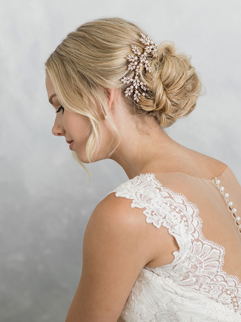 6913   Elegant comb of marquise leaves and pearls