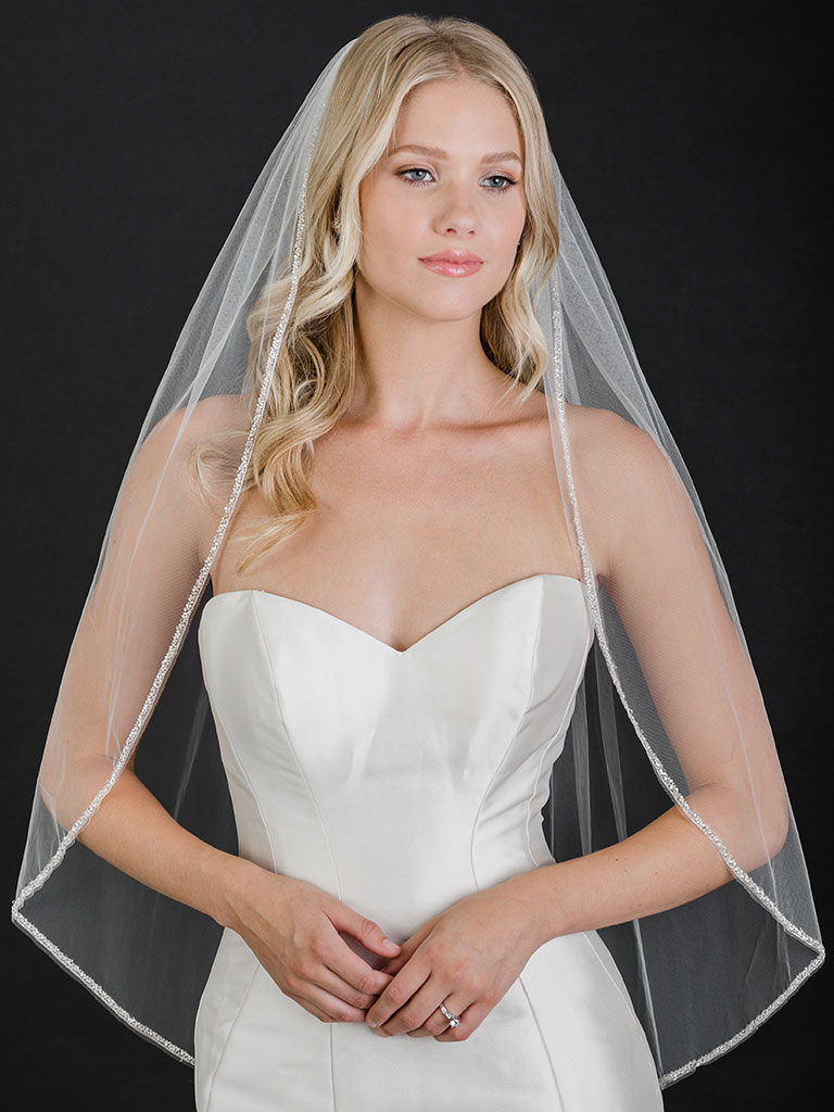V7502   1-tier fingertip veil with silver edge and frosted beads