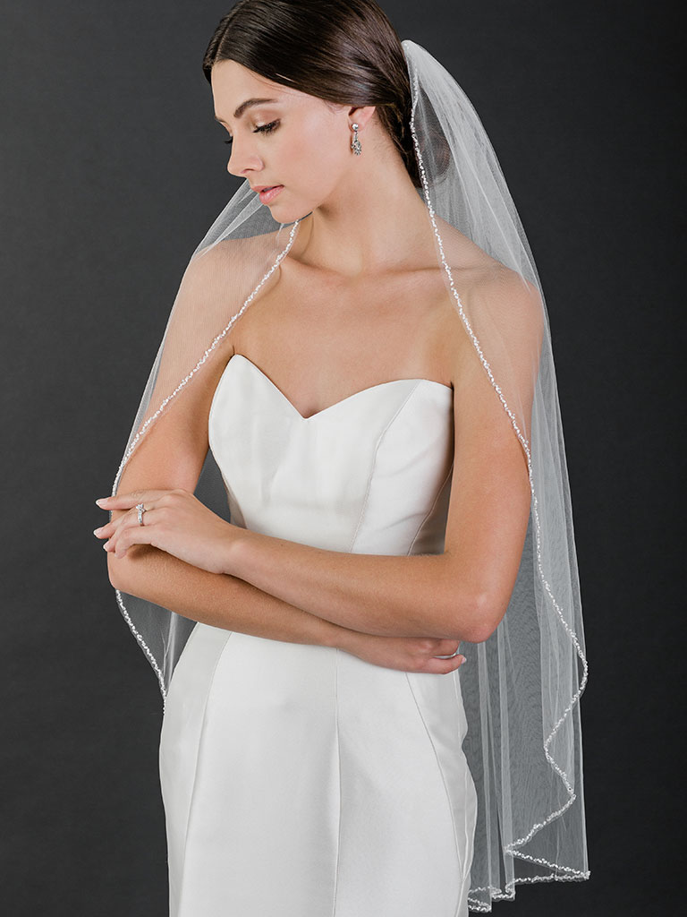 V7521   1-tier fingertip veil with oval pearl, crystal, and bead edge