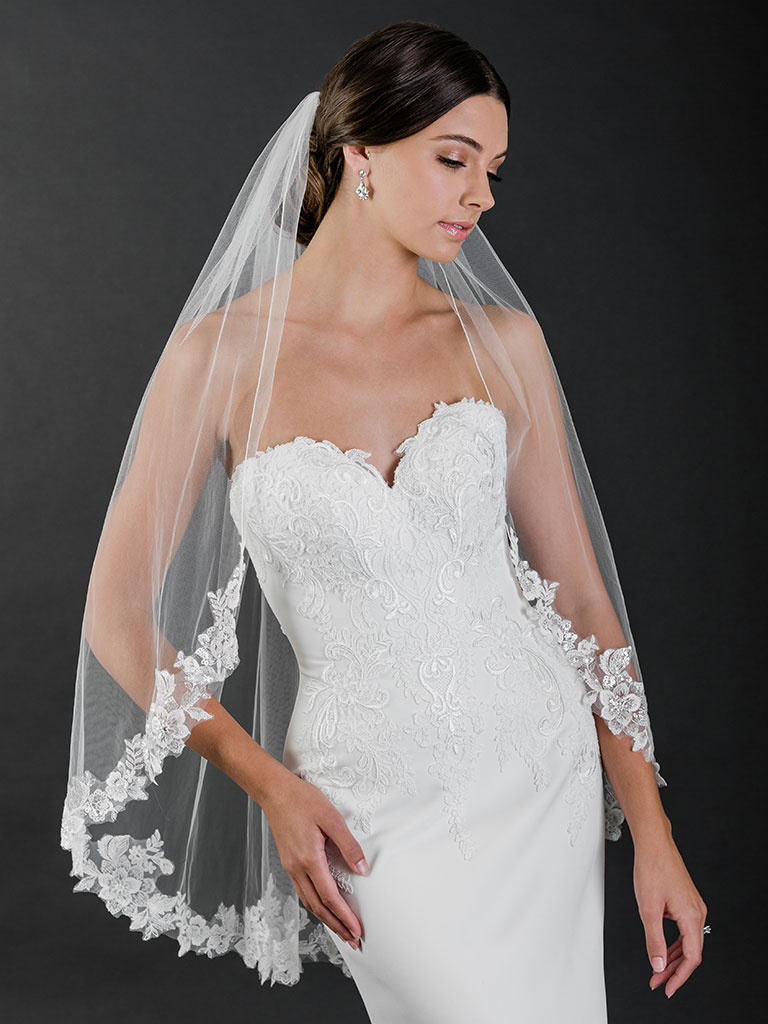 V7510   1-tier fingertip veil with rolled edge and sequin lace
