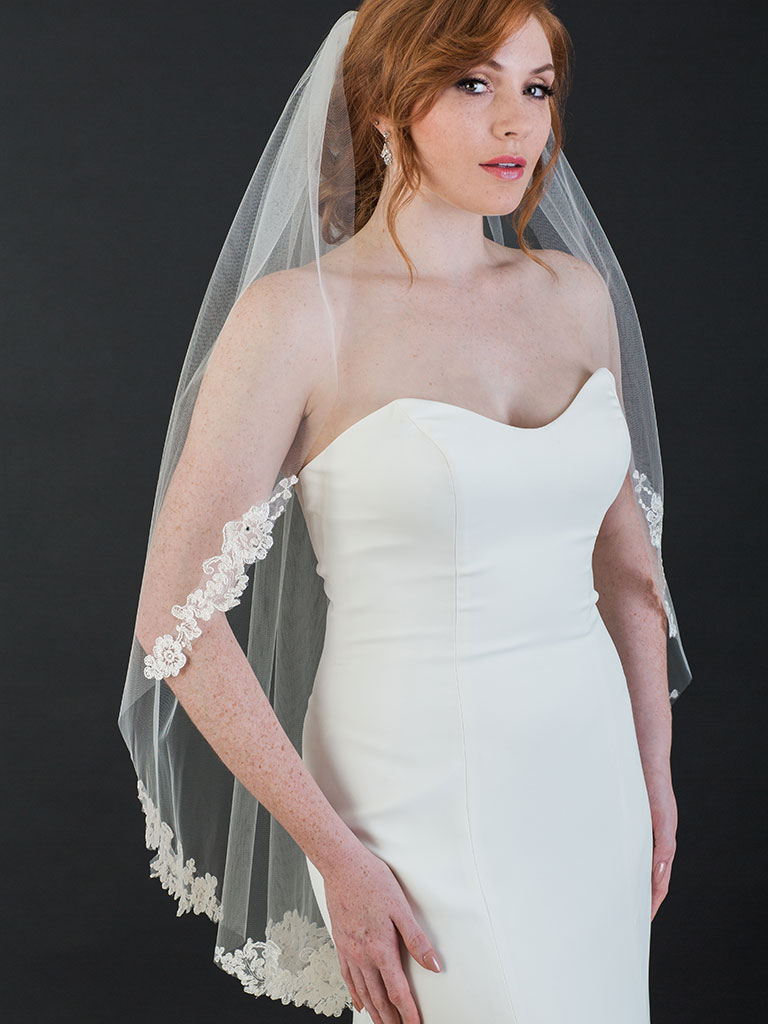 V7467   1-tier fingertip cut edge veil with champagne/ivory lace appliqués