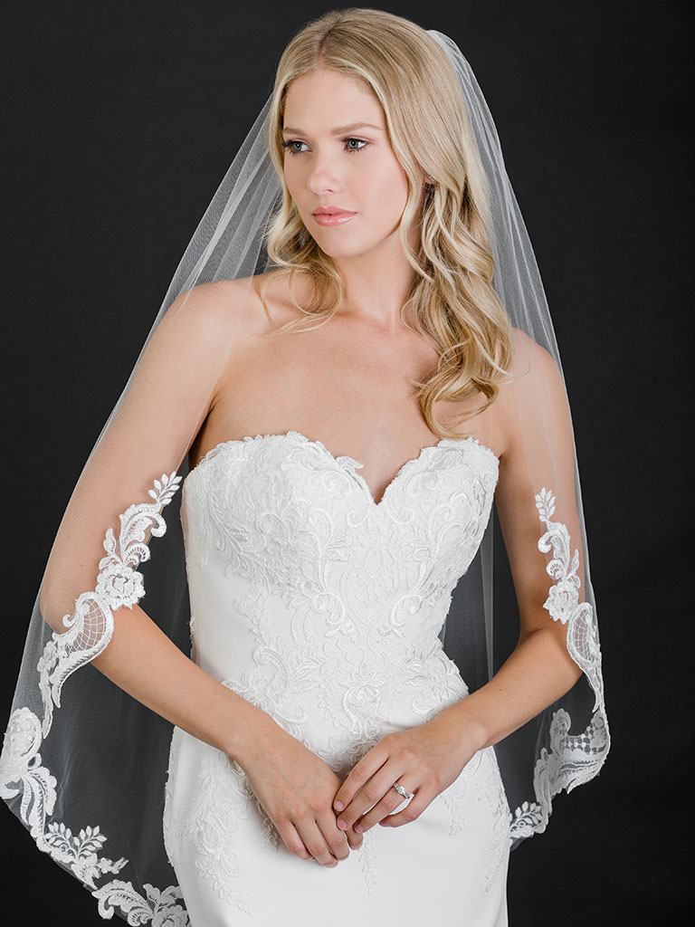 V7474   1-tier cut edge fingertip veil of dramatic lace