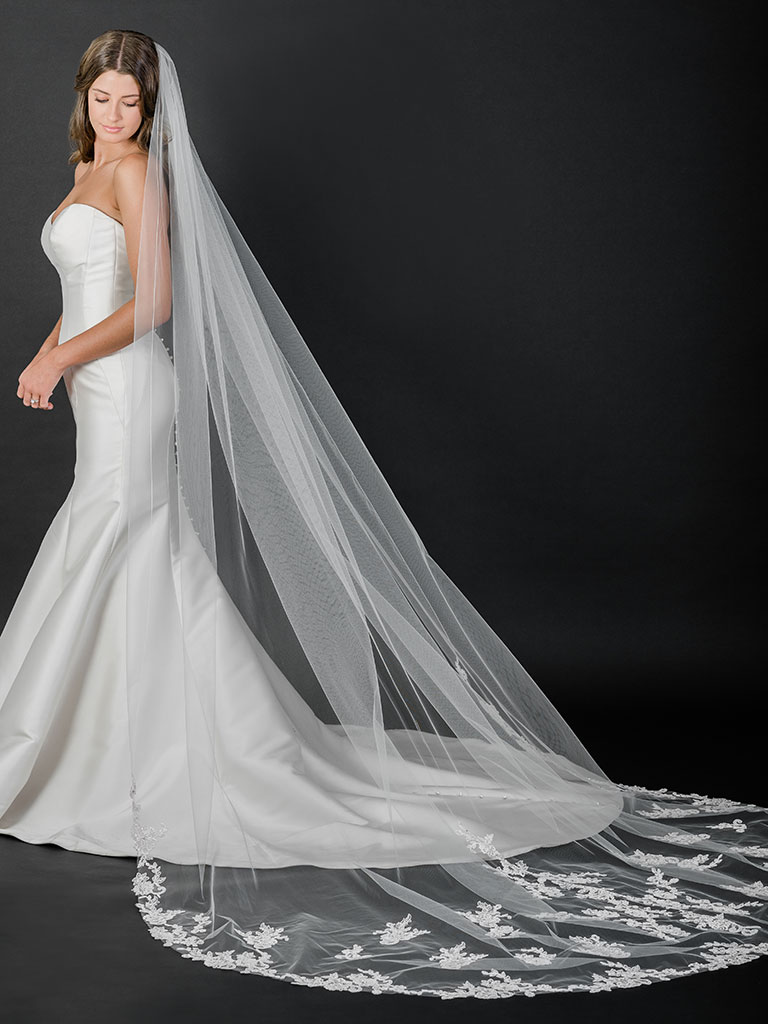 V7525C   Cathedral veil with rolled edge and Alençon lace and appliqués