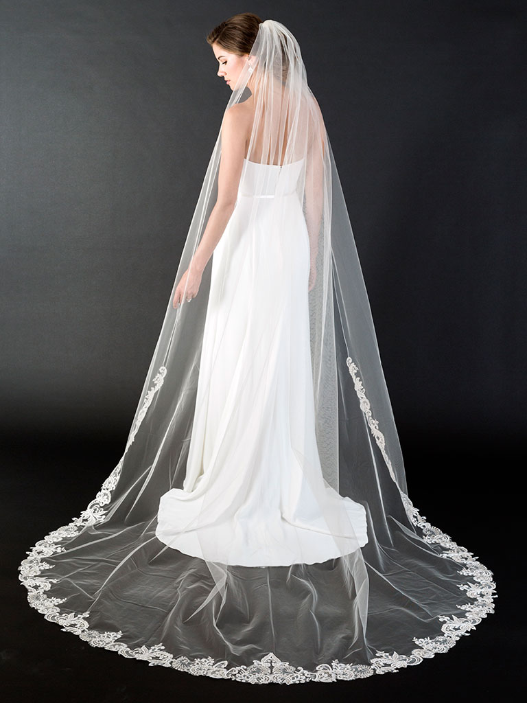 V7447C   1-tier cathedral veil with rolled edge and scroll lace