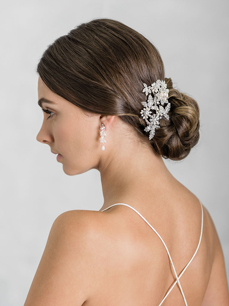 6919   Classic comb of freshwater pearl flowers and rhinestone leaves