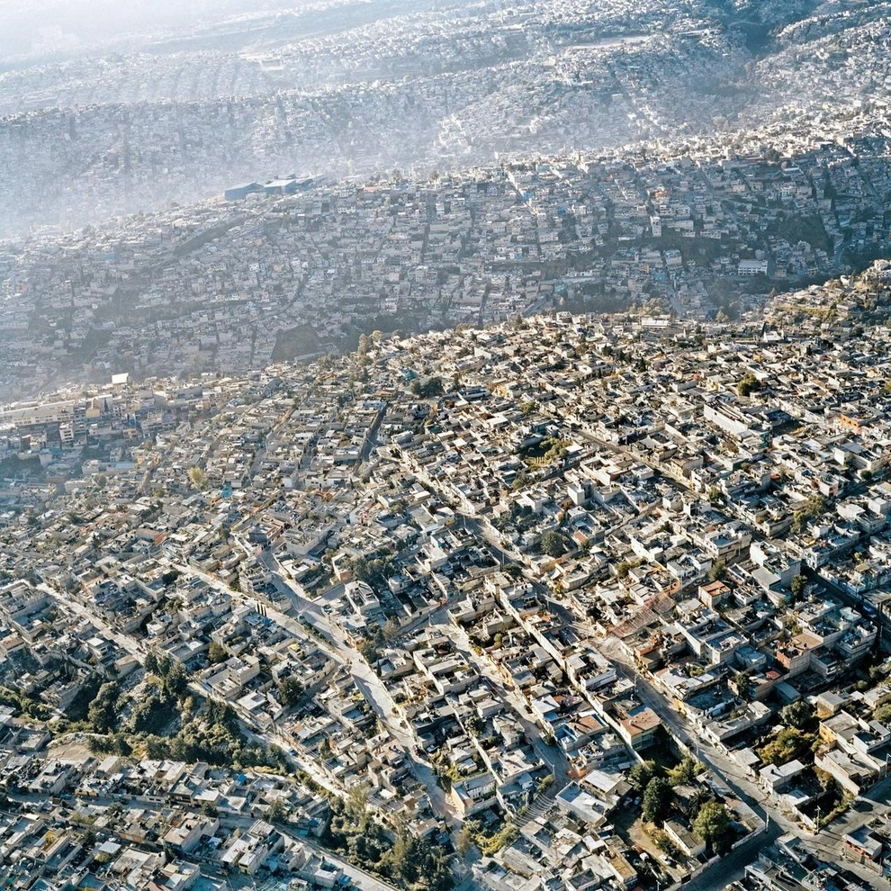 Mexico City, Mexico    Another incredible picture of urban sprawl: Mexico City is the Western Hemisphere's largest metropolitan area, stretching out over 573 square miles. ( via )