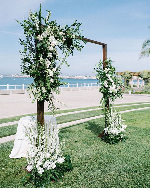 Simple + Clean 👏  Rentals: @stecklaireventco Coordination: @sweetblossomweddings Photography: @the_hearts_haven  #weddingarch #woodarch #beachwedding #sandiegowedding #wedding #weddingdecor #ceremonydecor