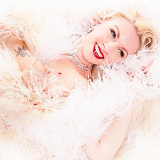 Sydney Burlesque Idol 2015 Winner - Rebelle Velveteen  Photo by Sherbert Birdie