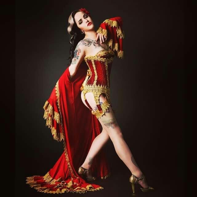 Adelaide Burlesque Idol Winner 2015 - Vivienne Von Coffin  Photo by Alex Pott