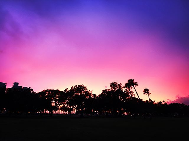 🕉 Calm before the storm ☔️ This is the south shore of Oahu tonight, full of energy, still calm, with spectacular colors for sunset. 🌴🌊💥 . 🕉 Flo Yoga Hawaii prays for the safety of all beings on the Hawaiian islands as Hurricane Lane approaches 🙏🏽🙌🏽📿 . 💟 We will not have yoga classes Friday and hope to resume again on Monday. 🌤 . ☺️ Stay safe and connected friends 🌈 . #oahu #hawaii #yogaoutside #yogaoutdoors #waikiki #parkshorewaikiki #nature #sunset #hurricanelane