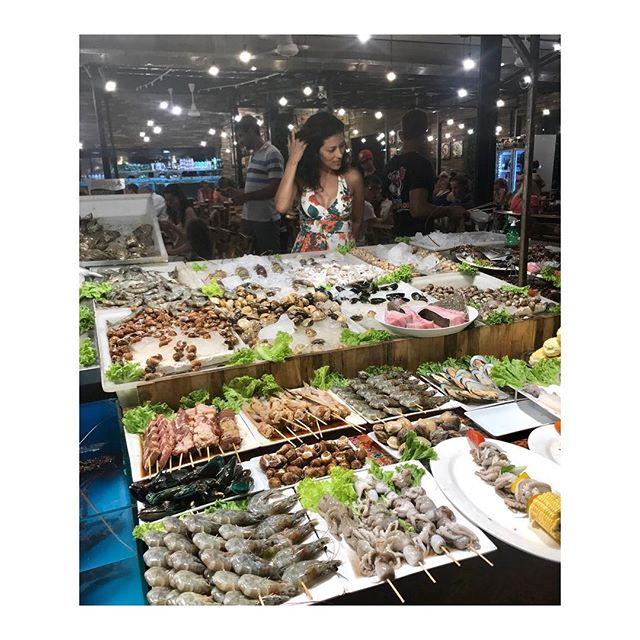 Seafood anyone? 🦀 Se les antoja un marisquito? 🐙 . . . . #lasostrasestanfrescas #masfrescoimposible
