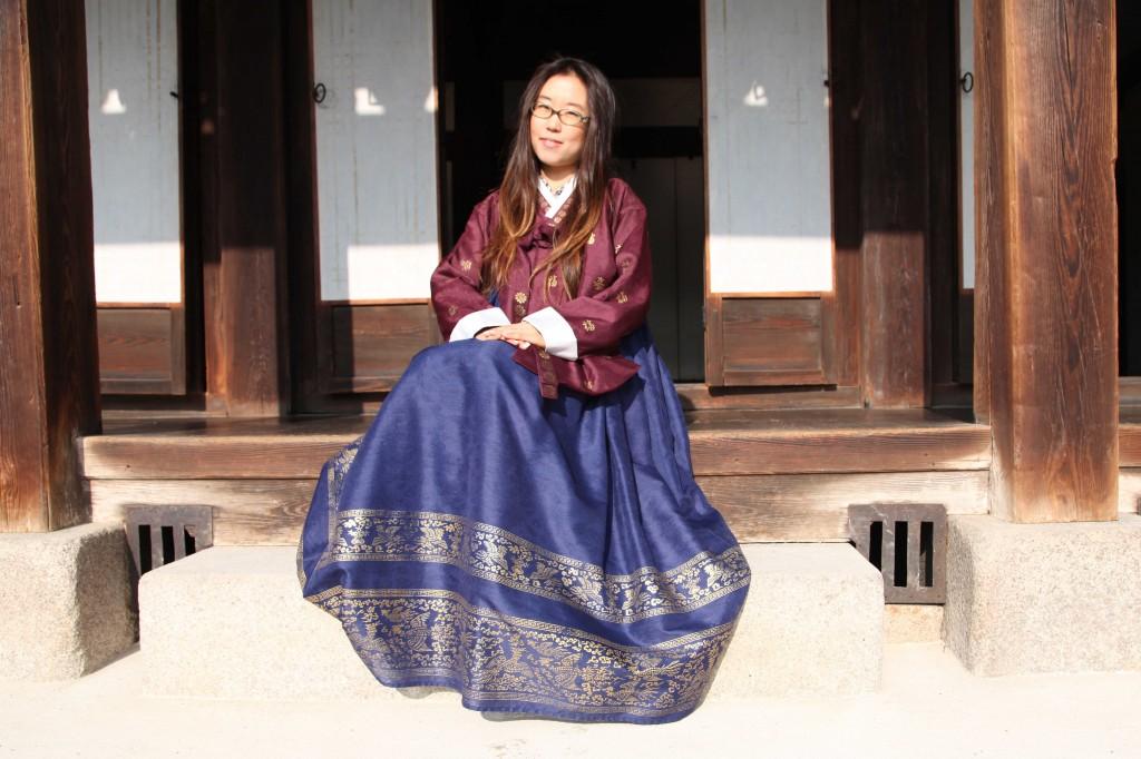 hanbok-graceful-sitting-1024x682.jpg