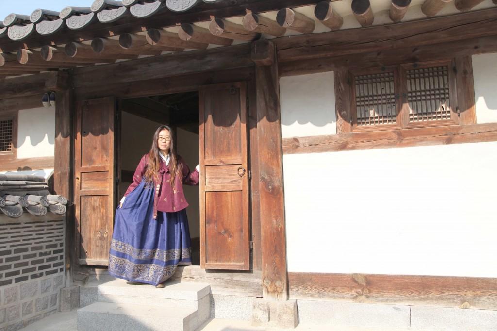 hanbok-through-the-door-1024x682.jpg