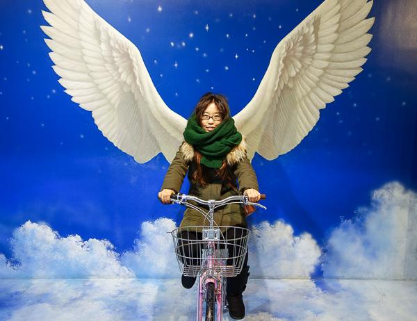 I don't know about you, but if I had wings I'd ditch the bike.