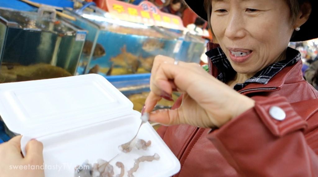 mom-eating-live-octopus-1024x571.jpg
