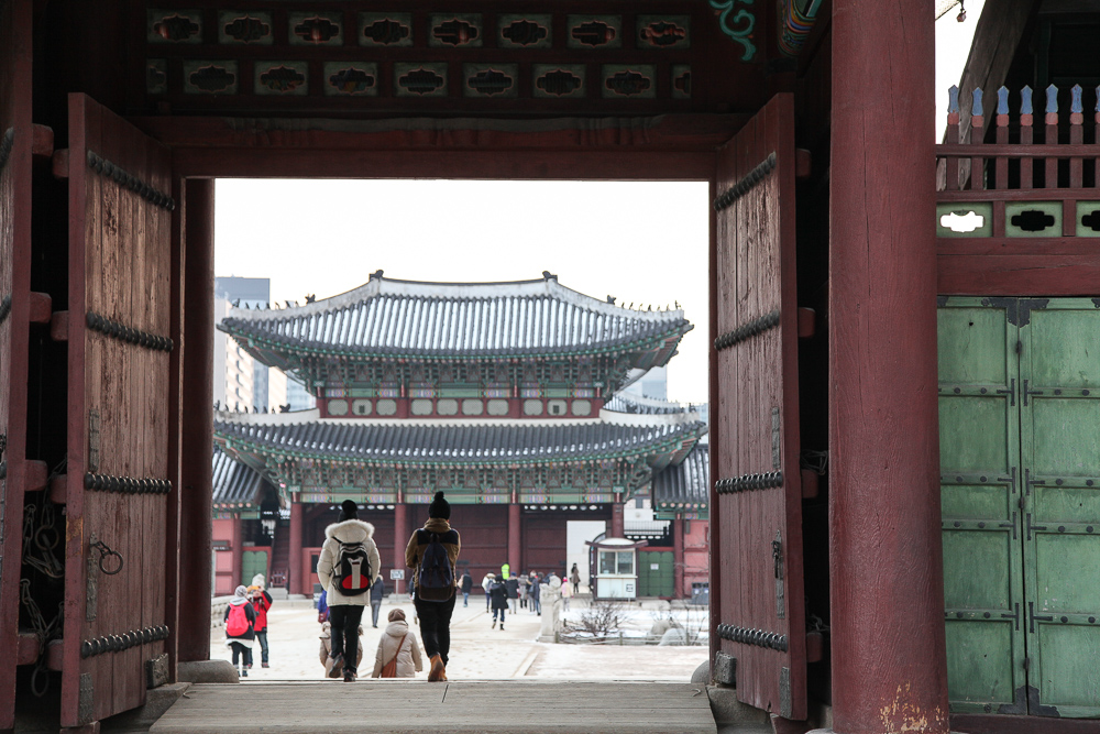 Walking through the Geunjeong Gate towards Heungnyemun.