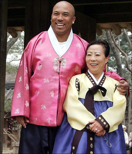 Football player Hines Ward with his mother