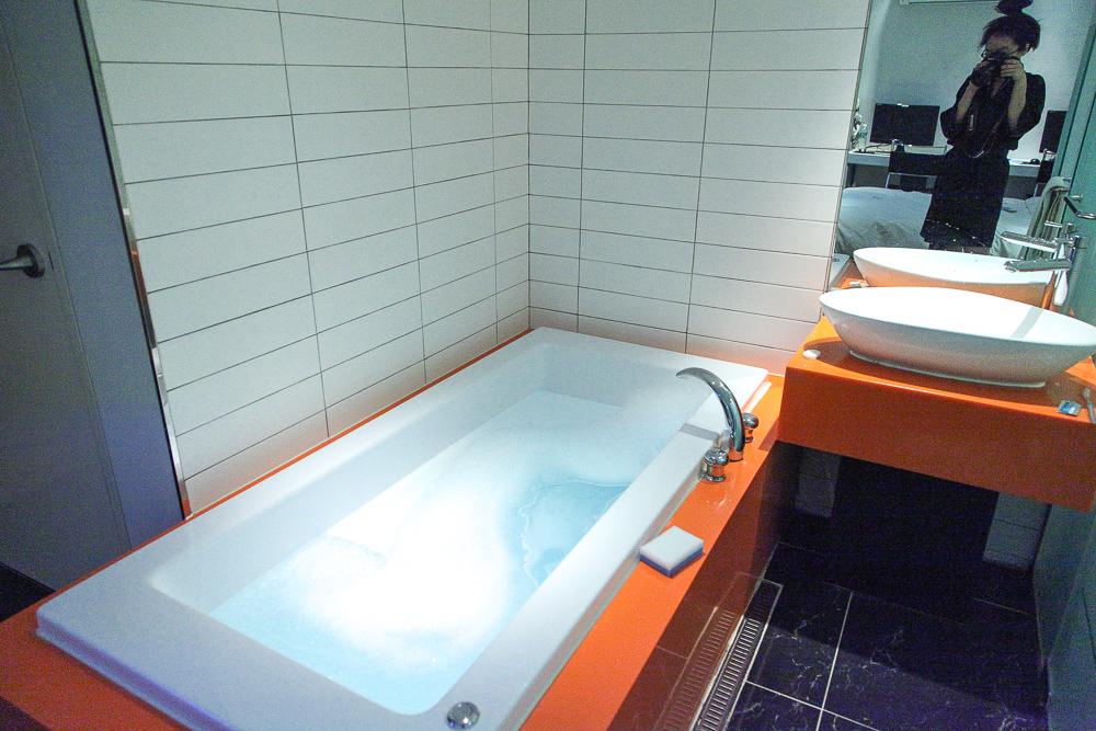 hot tub bathroom